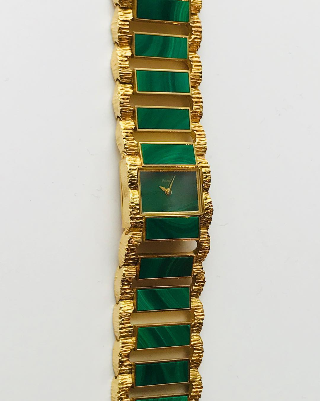 15 vintage @piaget watches in « Le temps est feminin » the upcoming auction @artcurial_watches including this one in #malachite. To see on 16 and 18 december @artcurial__ Did you know? At this occasion the iconic #jackiekennedy Piaget watch is exhibited.  ___________ #artcurialparis @marie.anselot @alexandradub @madlyne_c #rondpointdeschampselysees #todoinparis #parisexhibition #vintagepiaget #watchoftheday #piagetwatch #watchporn #seventiesstyle #letempsestfeminin
