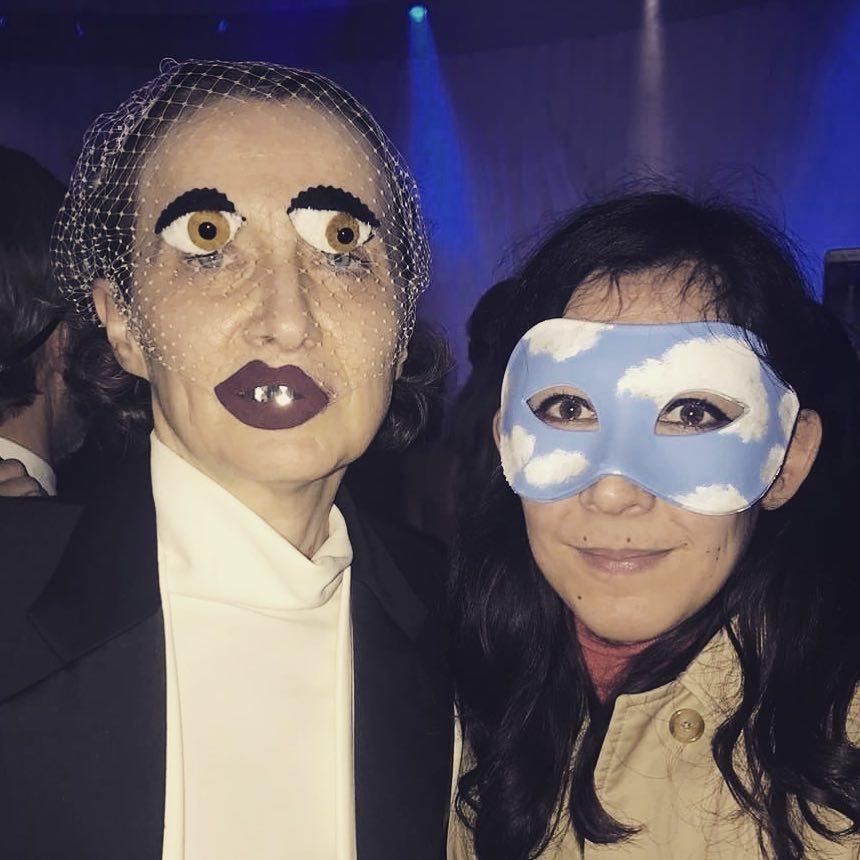 Hi… with @cartonmagazine @dior surrealist ball. Mask with veil by @benoitmissolin  ____________ Thanks @stationservice @marieannebruschi #surrealistball #christiandior #benoitmissolin #cadavresexquis #schiaparelli #magritte #balmasque #veil #masquared #incognito