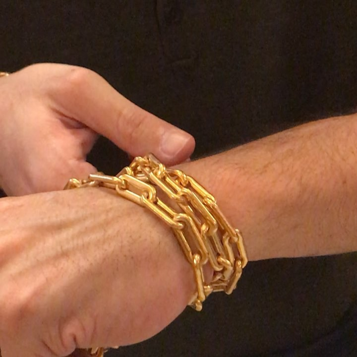 @mene launched by @roysebag and @dianawpicasso is about #24caratgold jewelry and the ancient tradition of jewelry as a store of enduring value and accessible savings.  _______ @_daniel_alfredo @goldmoney #soldbygram #timelessjewelry #chain #savemoney #jewelryinvestment #dianapicasso #jewelryinvestment