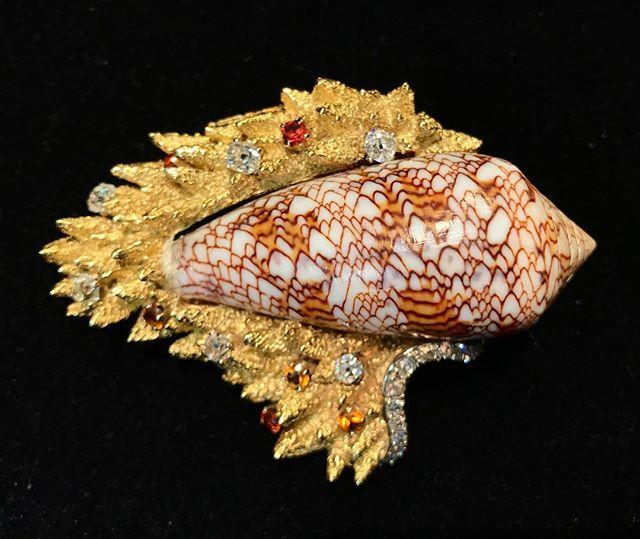 #???? #clip #vintagejewelry #wanted #bernardbouisset @padartdesign opening tomorrow  ____________ #shelljewelry #jeweloftheday #tuileriesgarden #instajewelry #seashells #spring #wanted