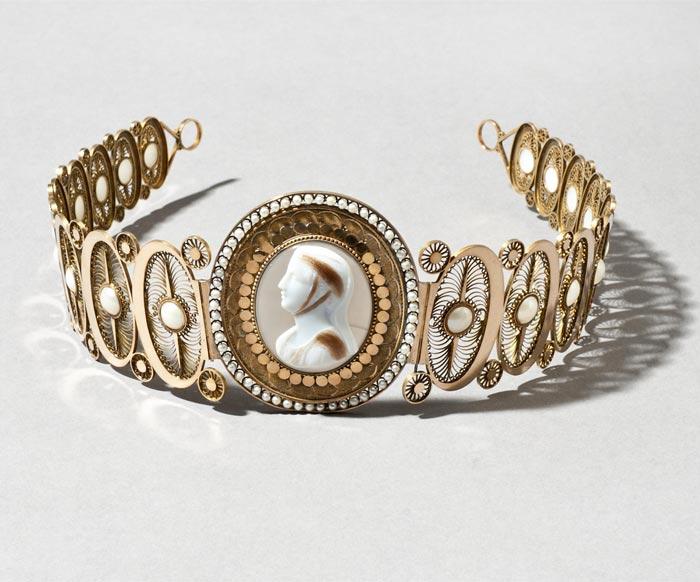 Diadème de la reine Fredrika en or orné d'un camée datant de 1806 au musée National